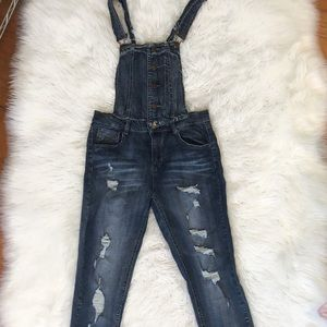 DOLLHOUSE DENIM DISTRESSED OVERALL JEANS SIZE 11